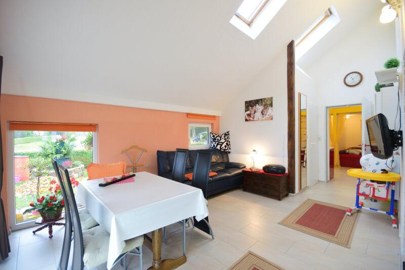 land ferienwohnung familienfreundlich in mecklenburg. Black Bedroom Furniture Sets. Home Design Ideas